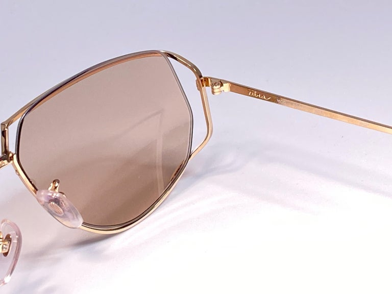 Ultra Rare 1970's Tura 425 Oversized Gold & White Light Lenses Sunglasses In Excellent Condition For Sale In Amsterdam, Noord Holland
