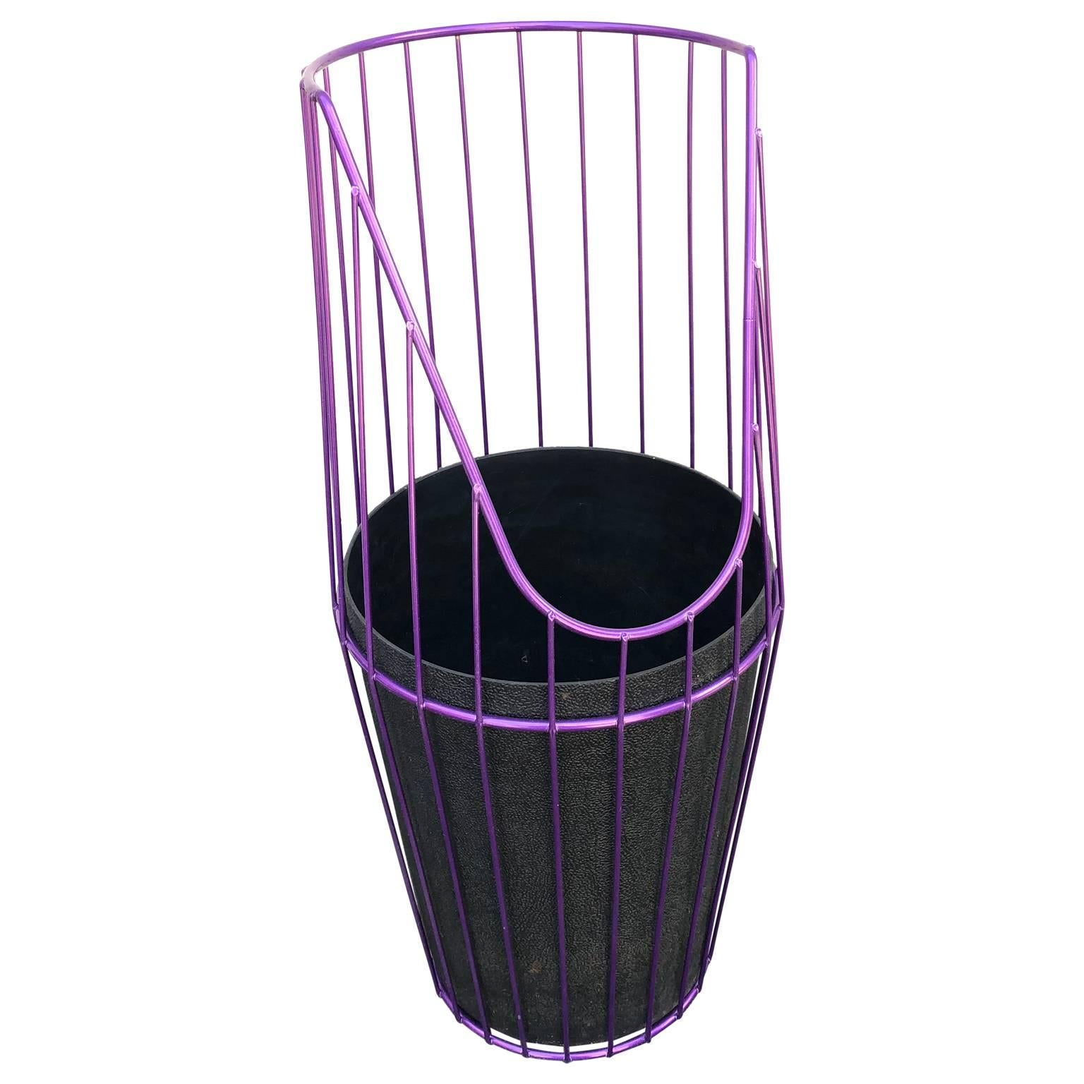 Metal Wire Wastebasket Painted Ultraviolet with Plastic Insert