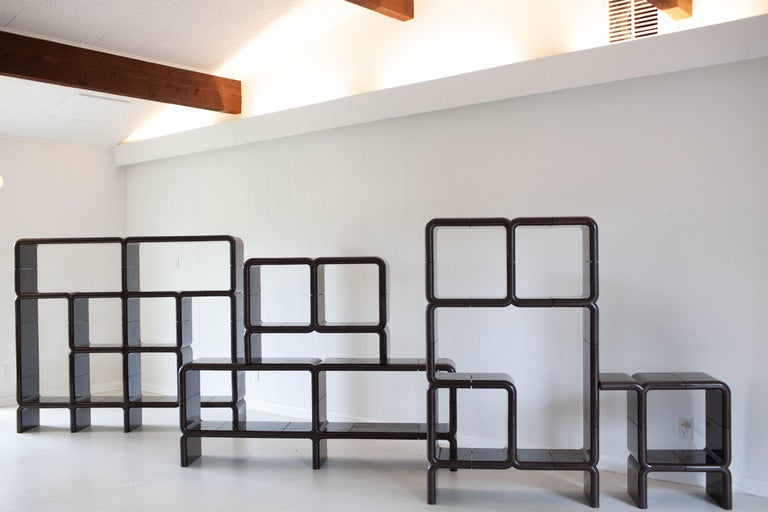 This rare shelving system is the 'UMBO' system designed in the early 1970s by Kay Leroy Ruggles for Directional, and was first published in New York magazine on September 25, 1972. This monumental example in a beautiful brown color with a total of