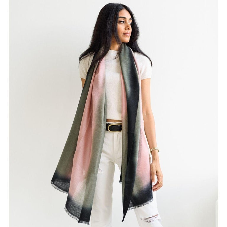 Umbra Kiwi Cashmere Merino Scarf  In New Condition For Sale In Bloomfield Hills, MI