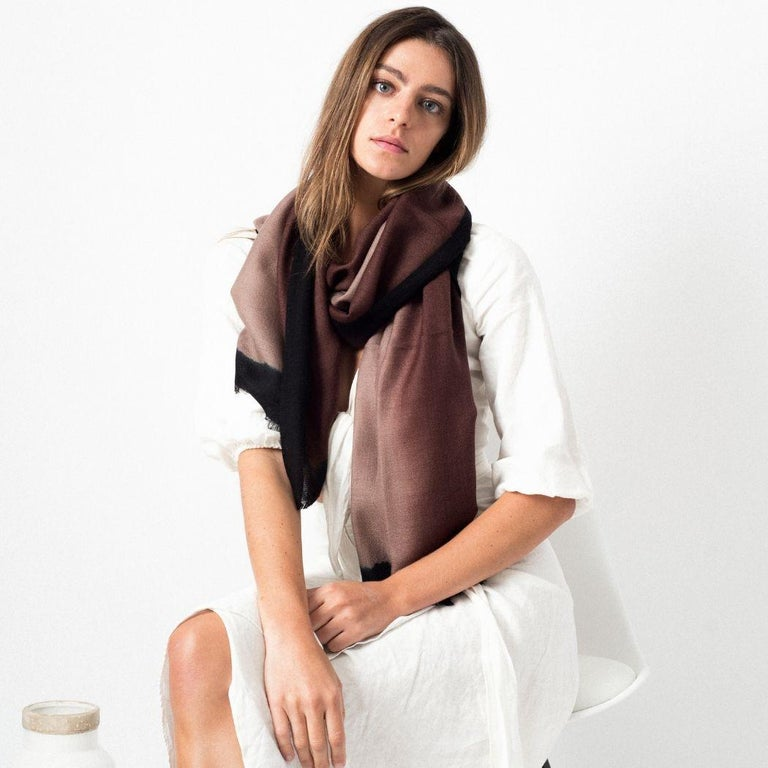 UMBRA MINK Cashmere Scarf / Wrap  In New Condition For Sale In Bloomfield Hills, MI