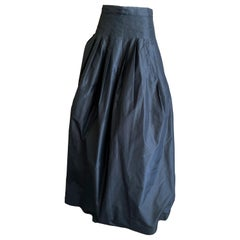 Ungaro Elegant Silk Taffeta Black Ball Skirt with Tulle and Horsehair Underskirt