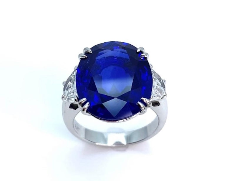 Unheated 12.23 Carat Ceylon Blue Sapphire GIA, Diamond Platinum 3-Stone Ring In New Condition For Sale In Los Angeles, CA