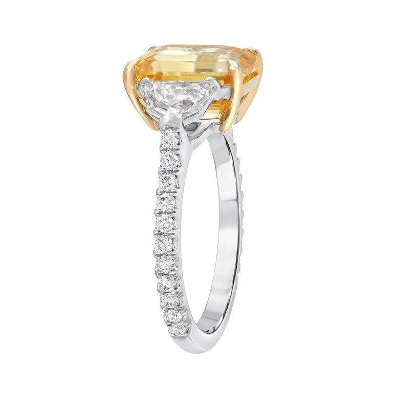 Natural Yellow Sapphire Ring Emerald Cut 4.47 Carats GIA Certified Unheated In New Condition For Sale In Beverly Hills, CA