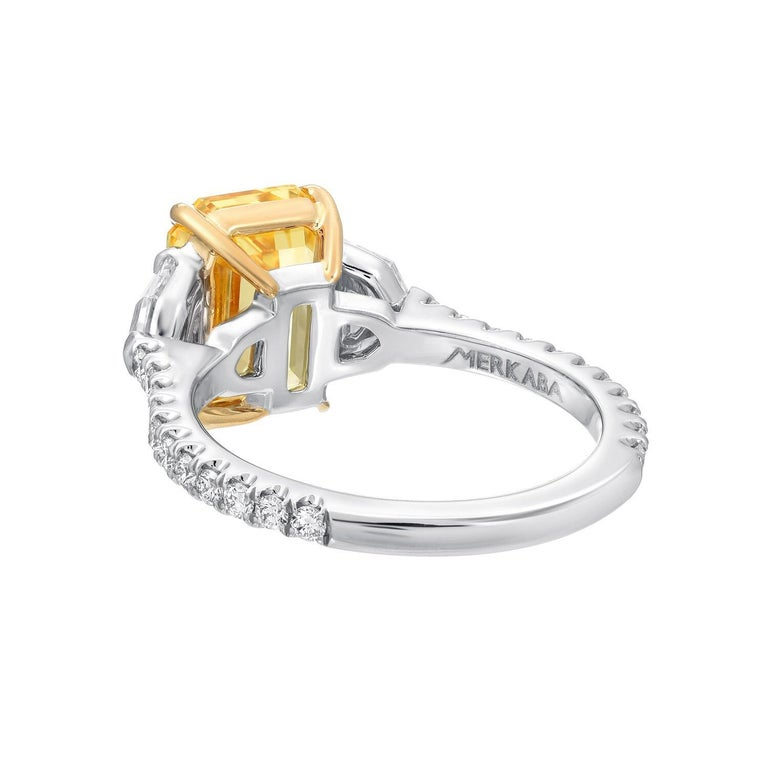 Unheated Yellow Sapphire Ring 4.47 Carats GIA Certified Natural In New Condition For Sale In Beverly Hills, CA