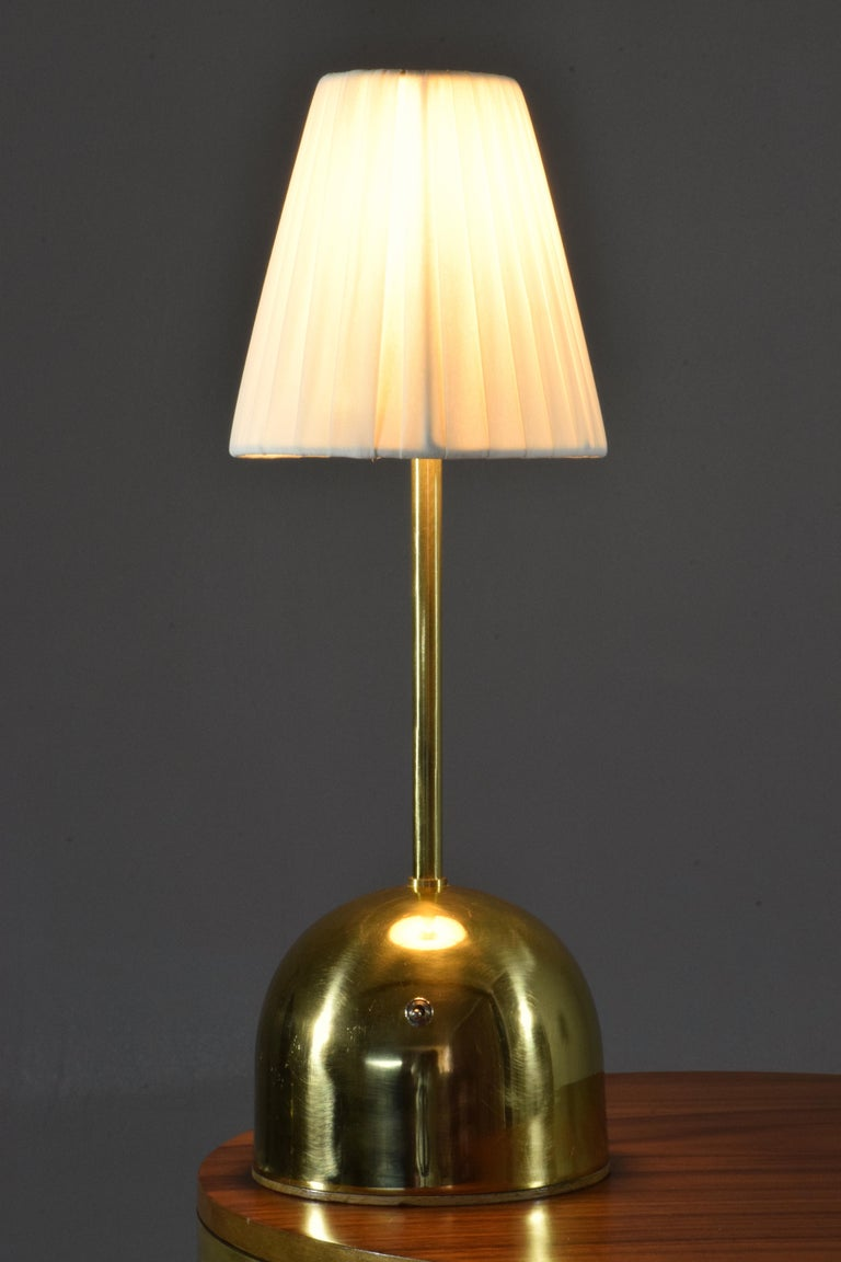 Unio Contemporary Handcrafted Wireless Brass Lamp For Sale 2