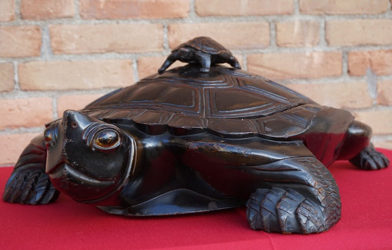 Large & Unique 1930 Hand Carved & Lacquered Wood Japanese Tortoise Sculpture Box For Sale 4
