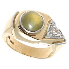 Unique 1940s Retro Cat's Eye Chrysoberyl Trillion Diamond Gold Ring