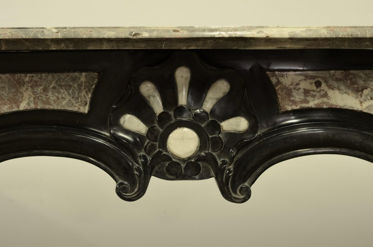 Unique Antique Marble Louis XIV Fireplace Mantel In Good Condition For Sale In Haarlem, Noord-Holland