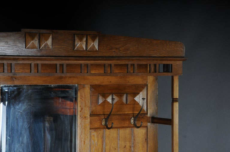 Unique Art Nouveau Wall Wardrobe Oak, circa 1900 In Good Condition For Sale In Berlin, DE