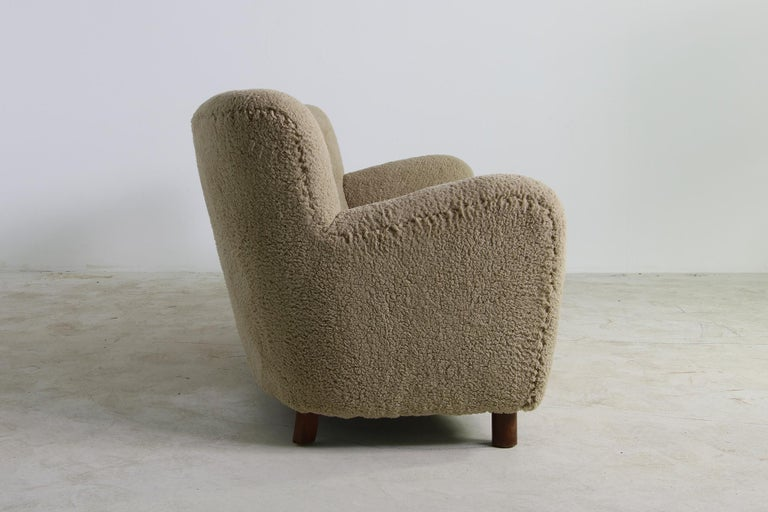 Unique Curved Sofa, Midcentury, Teddy Fur, 1950s, Mogens Lassen, Tufted Leather In Good Condition For Sale In Hamminkeln, DE