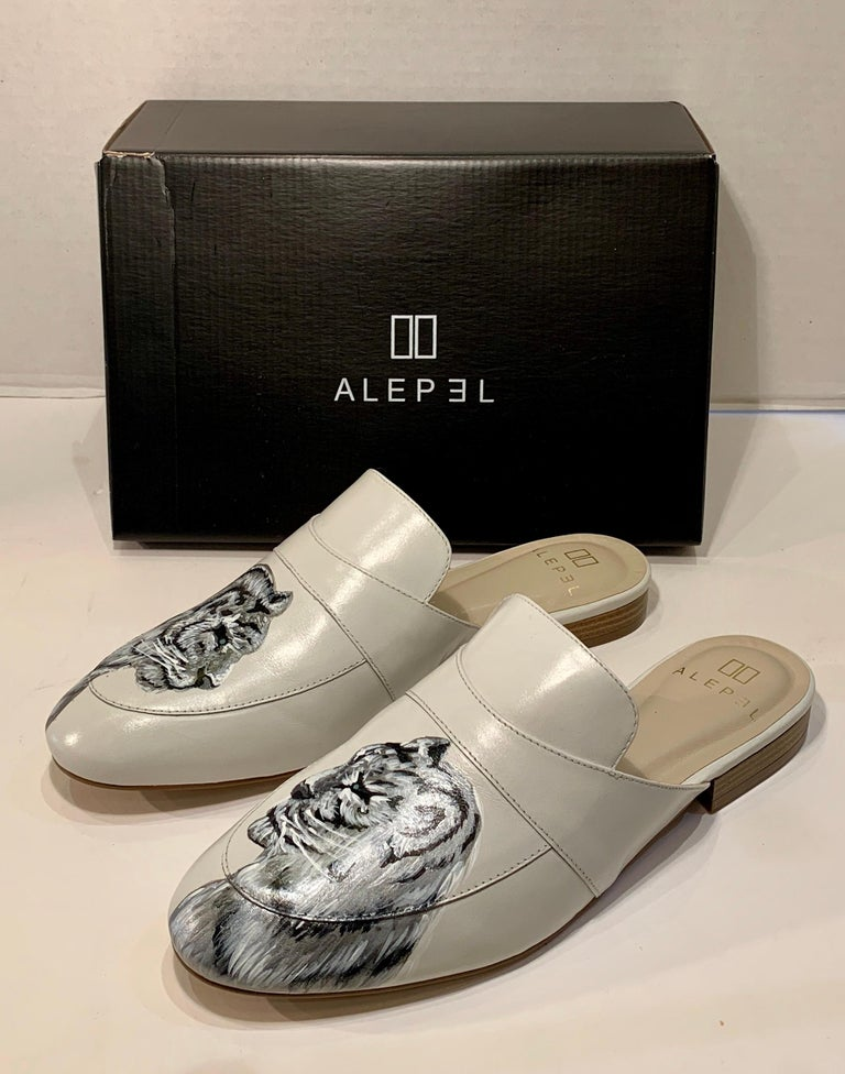 Unique Hand Painted White Tiger Mule Shoes with Swarovski Crystal Eyes Size 10 For Sale 4