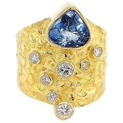 Unique Handcrafted J.P. De Saedeleer 18 Kt Yellow Gold Ring Sapphire & Diamonds