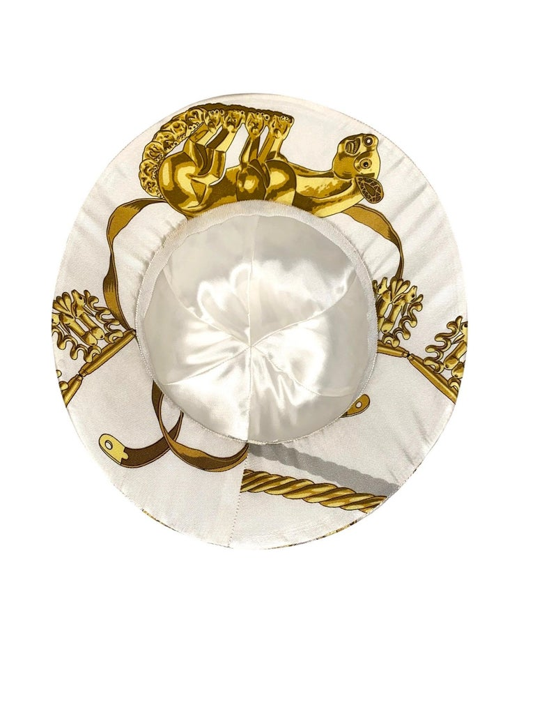"Unique HERMES Printed Silk Structured Safari Hat ""Cavaliers d'Or"" For Sale 1"
