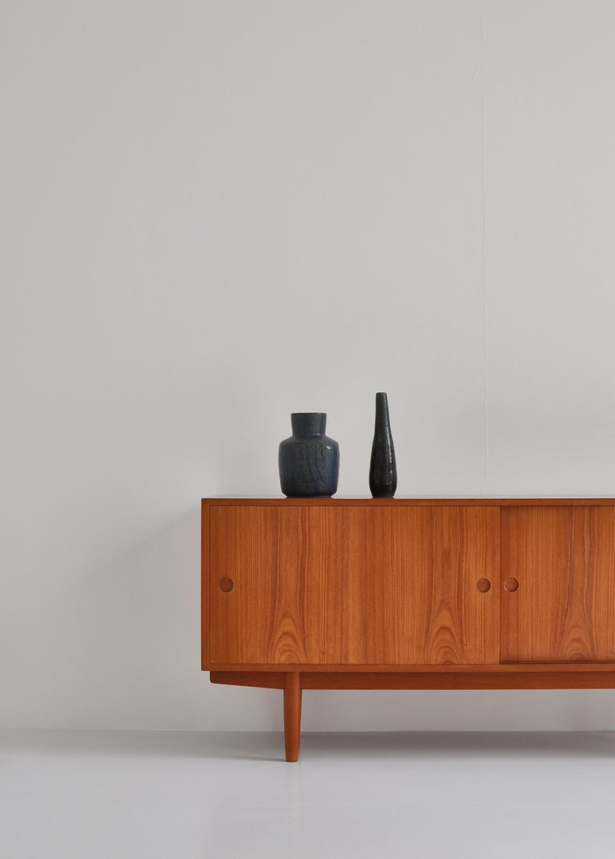 Elegant handmade stoneware vase by Danish artist Ole Bjørn Krüger in his own workshop in the 1960s. Beautiful organic shape and blue glazing. Signed.