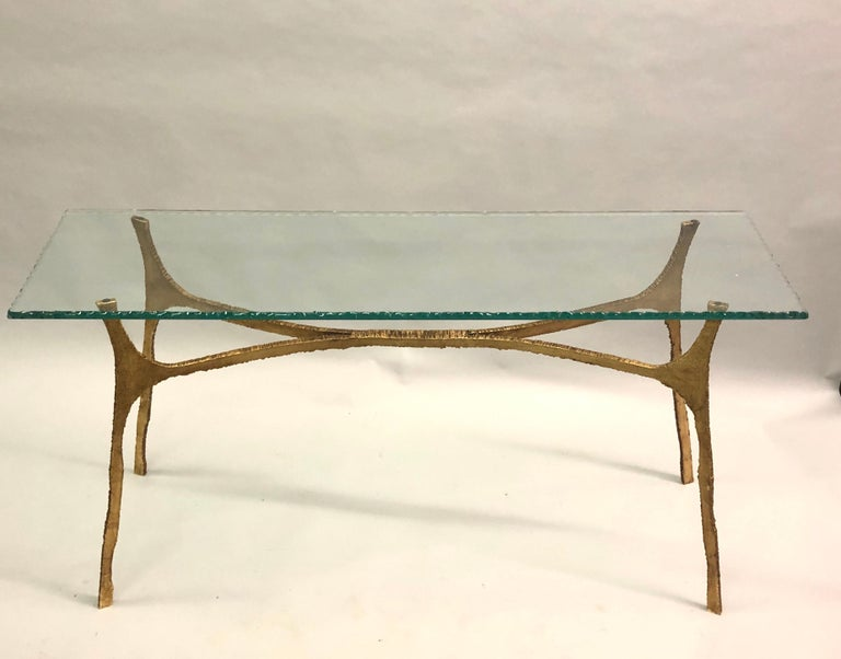Elegant and chic Italian Mid-Century Modern / Brutalist console or sofa table in hand hammered and gilt wrought iron by Florentine sculptor, Giovanni Banci, circa 1965-1970. Banci completes the piece with a stunning hand chiseled, thick green glass