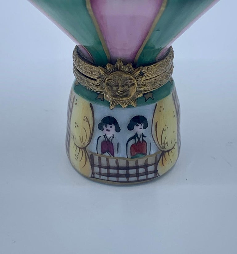 Unique Limoges Rochard France Hand Painted Hot Air Balloon Porcelain Trinket Box In Good Condition For Sale In Tustin, CA
