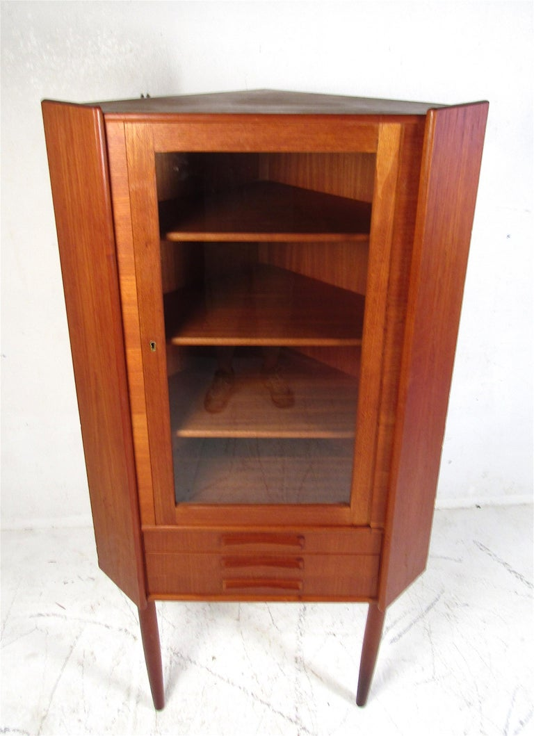 Unique Mid-Century Modern Teak Corner Cabinet In Good Condition For Sale In Brooklyn, NY