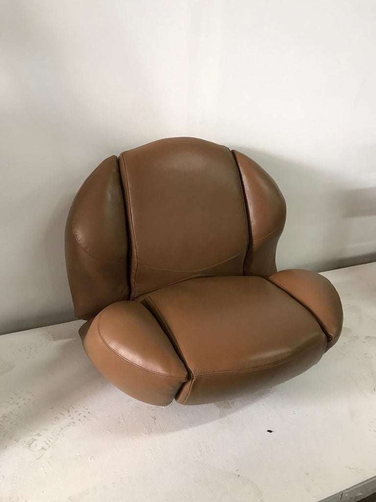 Unique Organic Italian Leather Lounge Chair by Comfortline For Sale 3