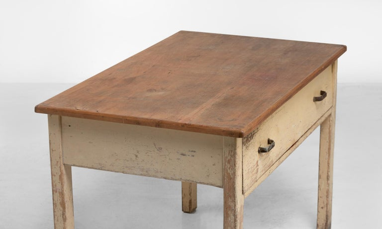 Unique Pine Potters Table, England, circa 1930 In Good Condition For Sale In Culver City, CA