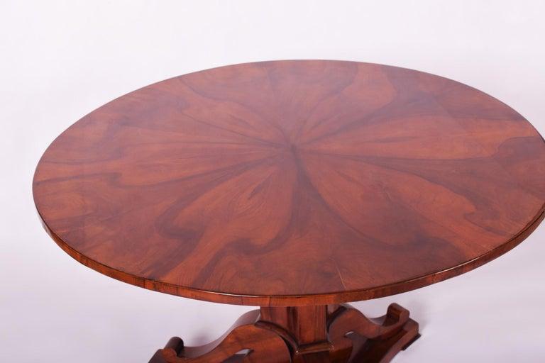 19th Century Unique Restored Austrian Biedermeier Walnut Folding Round Table, 1830s For Sale