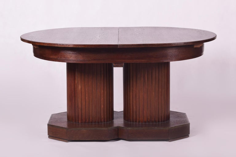 Vienna Secession (Austria - Wien) Material: Oak and brass. Designer: Otto Prutscher Original well-preserved contidion The spread table has a width of 241 cm!! Three possible dimensions (151, 196 and 241 cm).  We guarantee safe a the cheapest air