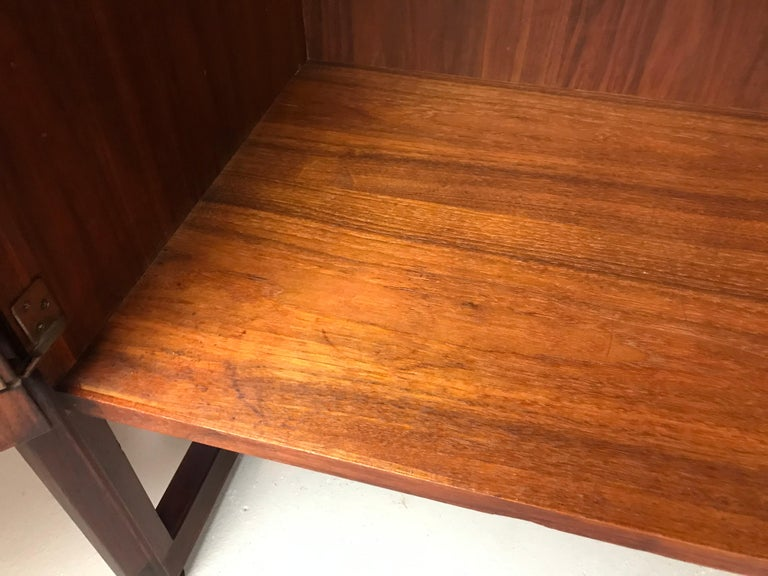 Striking Sideboard by Jens Risom in Rosewood Walnut and Travertine Marble For Sale 4