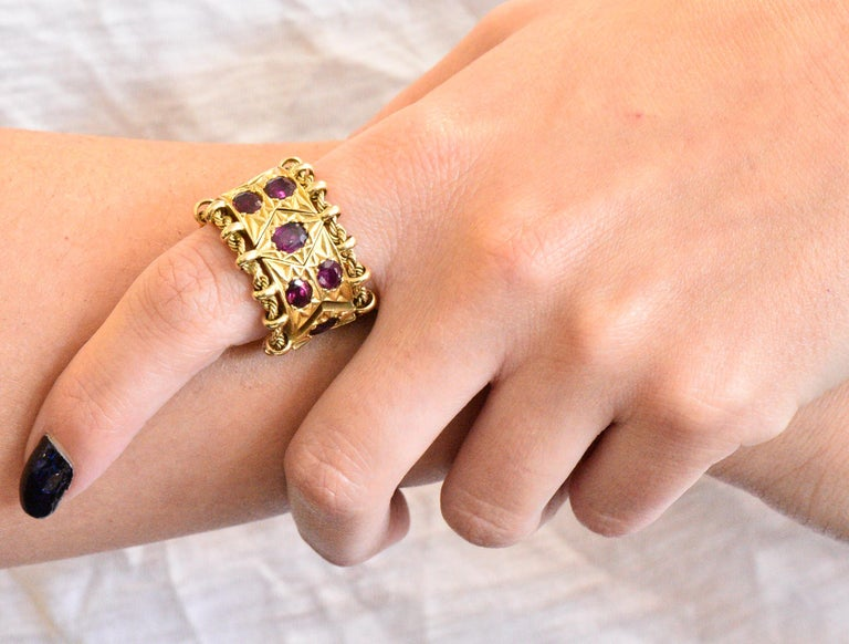 Women's or Men's 1950's Mid-Century 7.50 Carats Ruby 18 Karat Gold Link Articulated Band Ring For Sale