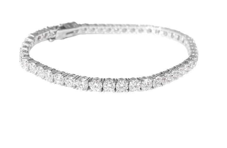 Modern Unisex VVS 9.10 Carat Diamond Tennis Bracelet 14 Karat White Gold For Sale