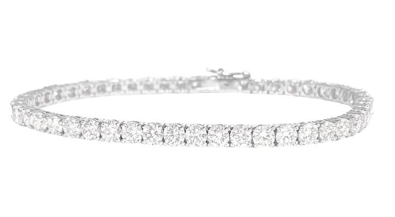 Round Cut Unisex VVS 9.10 Carat Diamond Tennis Bracelet 14 Karat White Gold For Sale