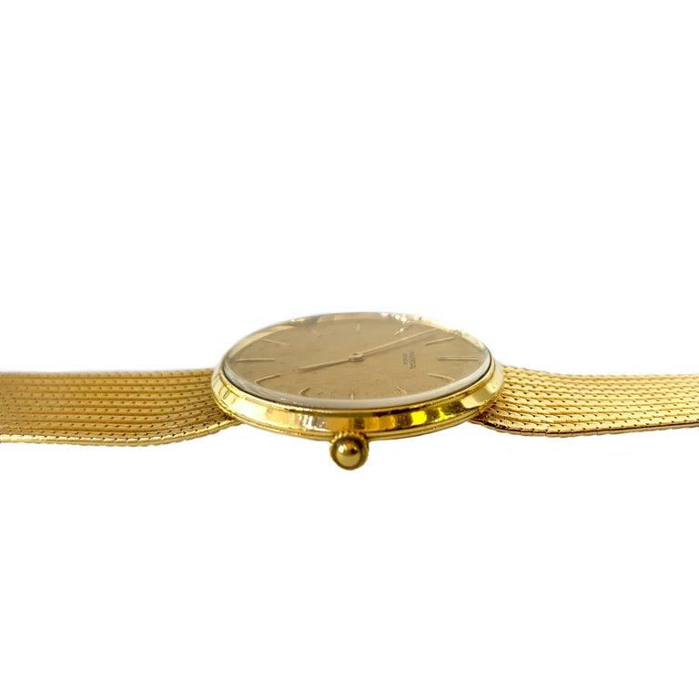 Modern Vintage Universal Geneve 18 Karat Yellow Gold Wristwatch 1960s