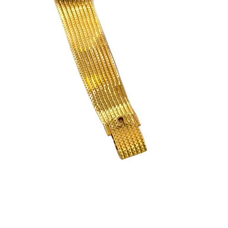 Vintage Universal Geneve 18 Karat Yellow Gold Wristwatch 1960s In Good Condition In Los Angeles, CA