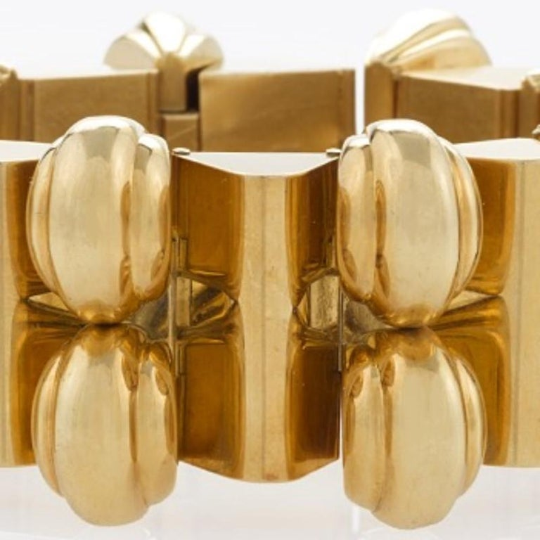 Universal Genève Gold Link Bracelet  In Excellent Condition For Sale In New York, NY