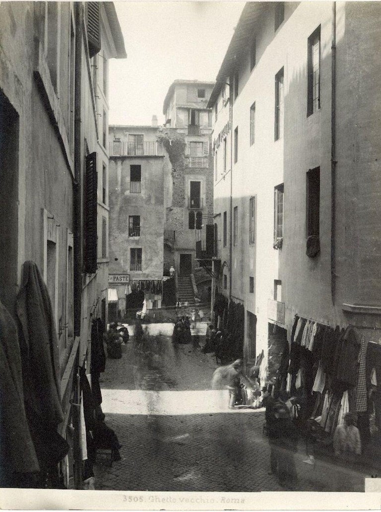 Unknown Black and White Photograph - Ancient Ghetto - Disappeared Rome  - Early 20th Century