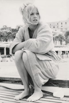 Candid Goldie Hawn on Beach Fine Art Print