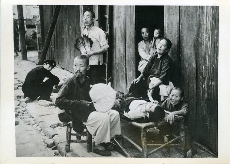Unknown Black and White Photograph - Evacuees in Hankou - Vintage Photo 1938