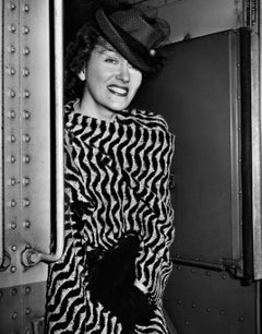 Gloria Swanson Smiling Around Corner Globe Photos Fine Art Print