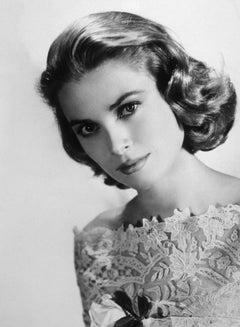 Grace Kelly: Glamour in the Studio Globe Photos Fine Art Print