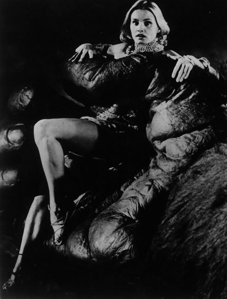 "Unknown Black and White Photograph - Jessica Lange in ""King Kong"" - Vintage Photograph - 1976"