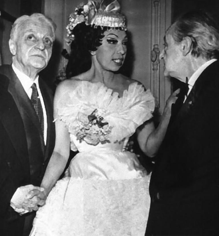 Unknown Portrait Photograph - Joséphine Baker with ad Henri Varna - 1964