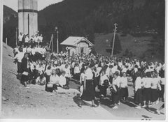Large Group of Young Girls Outdoors - Vintage b/w Photo - Italy 1934 ca.