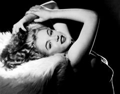 Marilyn Monroe: Elegance in the Studio Globe Photos Fine Art Print