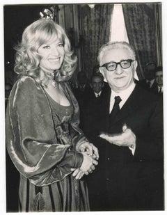 Monica Vitti with Italian President Giovanni Leone - B/W photo by ANSA - 1970s