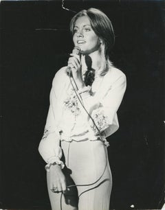 Olivia Newton John Portrait of her Singing in 1972