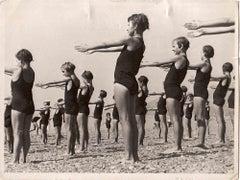 Swimmer Girls - Vintage B/W photo - 1930s