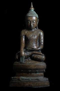 Buddha Shakyamuni  in Bhumisparsha Mudra. 18th/19th century