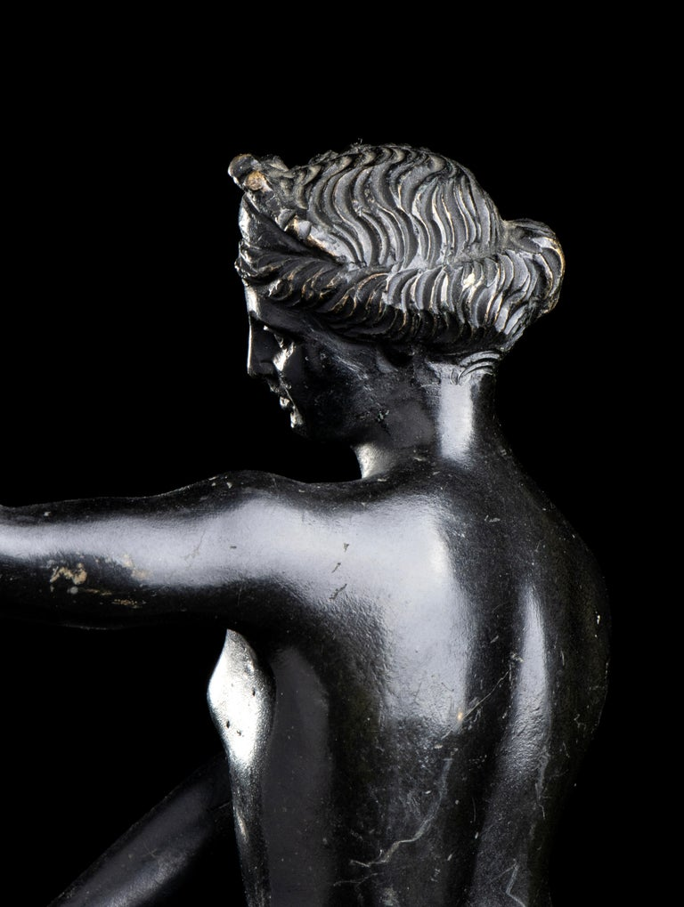 Figurative Sculpture Of Aphrodite Bronze Grand Tour After The Antique Grand Tour For Sale 9