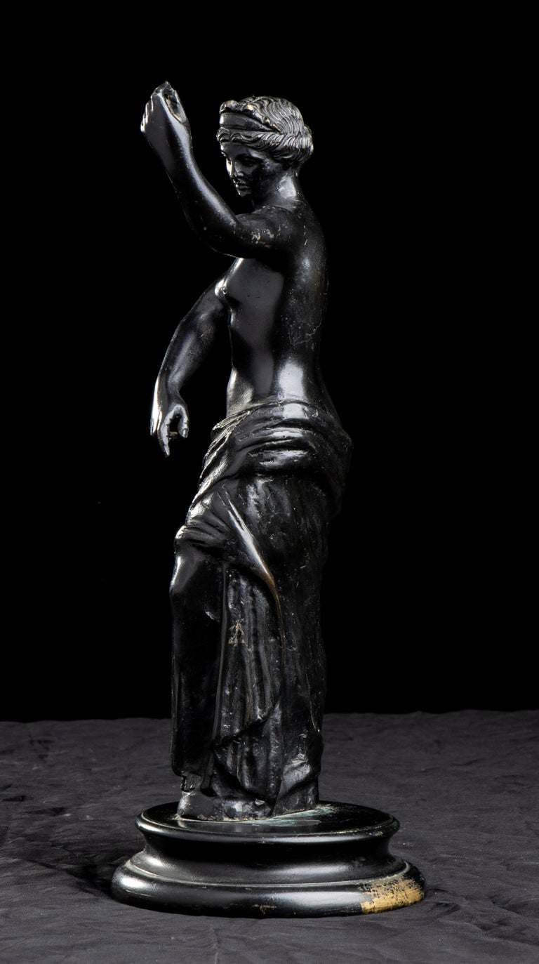 Figurative Sculpture Of Aphrodite Bronze Grand Tour After The Antique Grand Tour For Sale 3