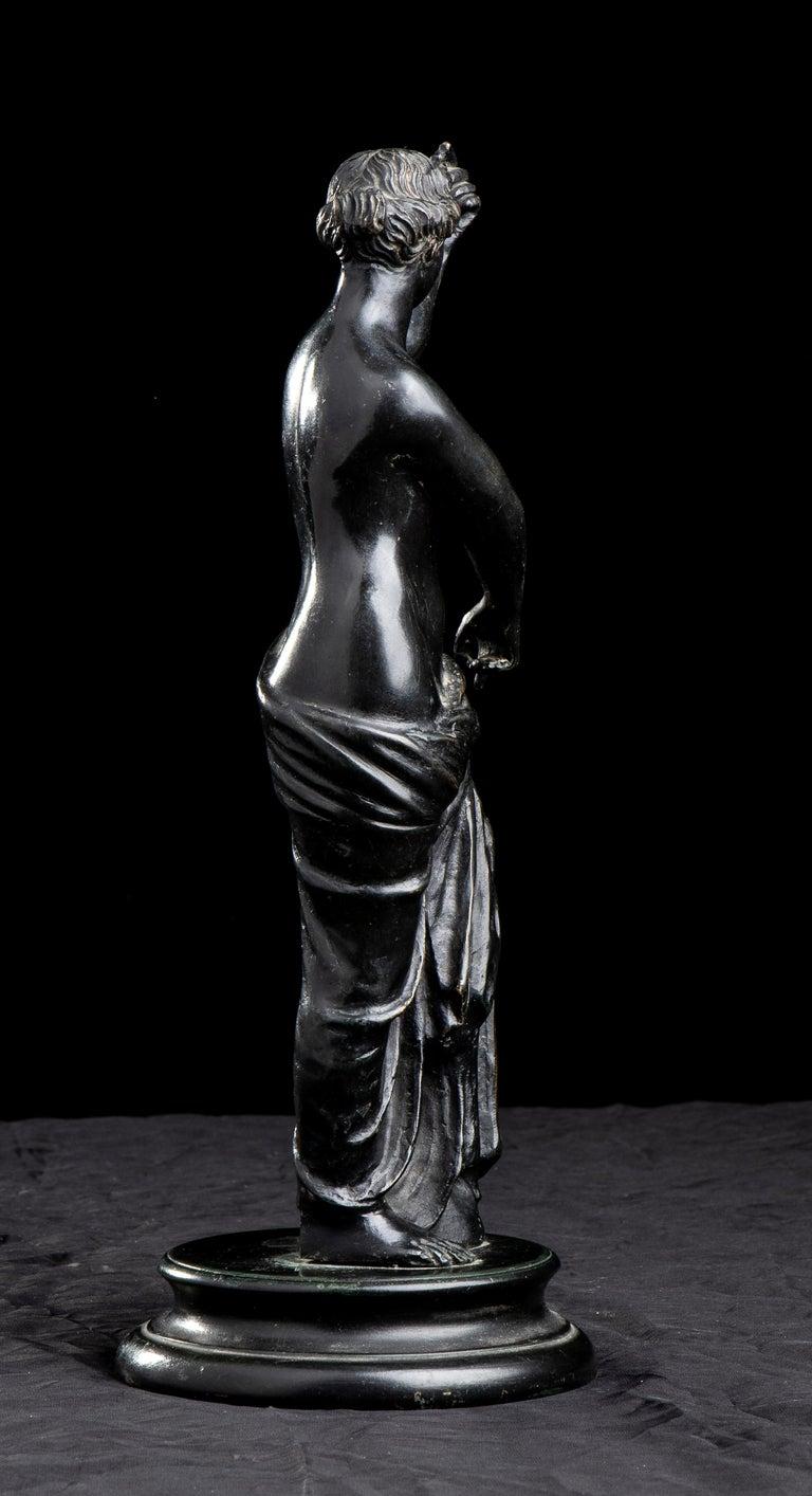 Figurative Sculpture Of Aphrodite Bronze Grand Tour After The Antique Grand Tour For Sale 6