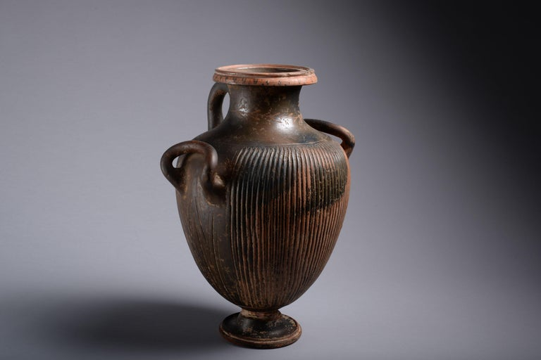 Greek Black Glazed Pottery Hydria - Sculpture by Unknown